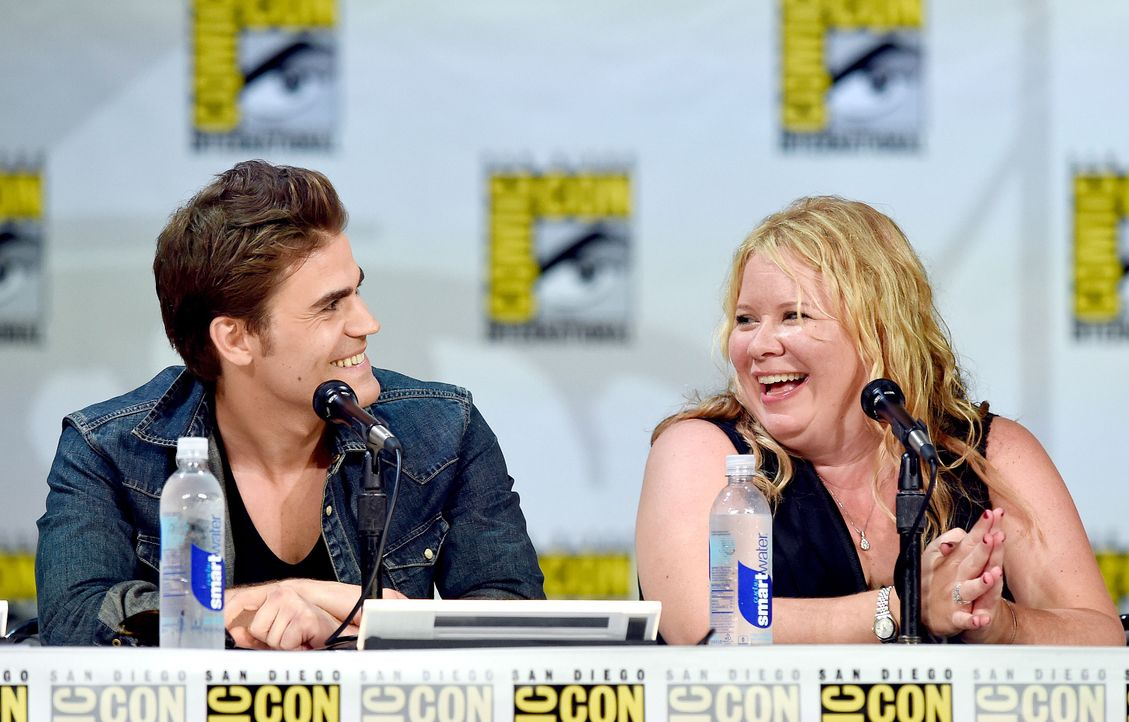 Paul Wesley-Julie-Plec-14-07-26-AFP - Bildquelle: Getty-AFP
