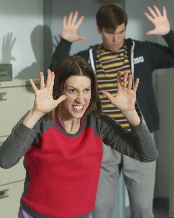 Will mit ihrer Gruppe an einem Wettbewerb teilnehmen: Sue (Eden Sher) ... - Bildquelle: Warner Bros.