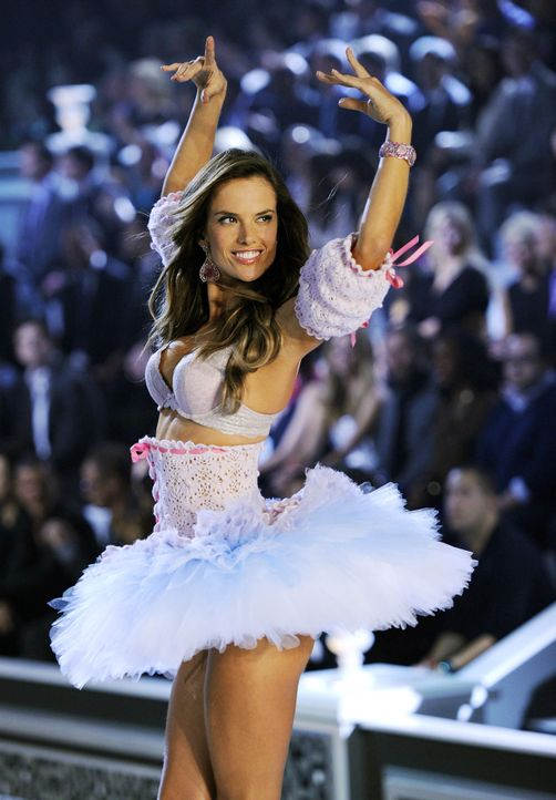 victoria-secret-fashion-show-2011-24-alessandra-ambrosio-afpjpg 1322 x 1900 - Bildquelle: AFP