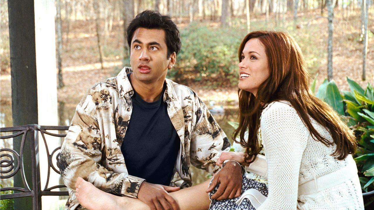 Mit Bushs Hilfe gelingt es Kumar (Kal Penn, l.), Vanessas (Danneel Harris, r.) Hochzeit zu sprengen ... - Bildquelle: Warner Brothers