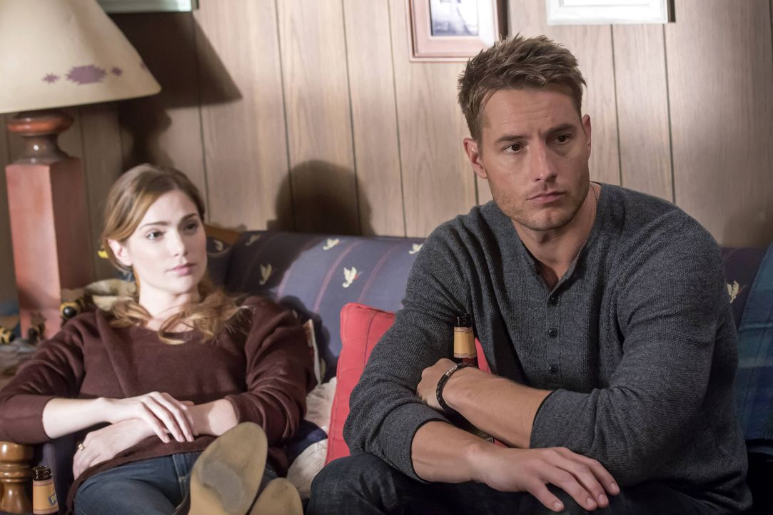 Als Kevin (Justin Hartley, r.) Olivia (Janet Montgomery, l.) mit auf die Hütte der Familie einlädt, ahnt er nicht, welche Folgen dies haben wird ... - Bildquelle: Ron Batzdorff 2016-2017 Twentieth Century Fox Film Corporation.  All rights reserved.   2017 NBCUniversal Media, LLC.  All rights reserved.