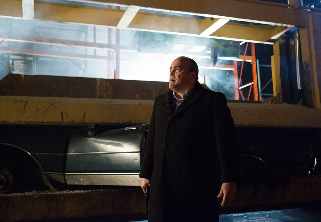 Nachdem Fish Mooney ein Geheimnis über Cobblepot offenbart hat, sieht sich Maroni (David Zayas) gezwungen seine Loyalität zu prüfen ... - Bildquelle: Warner Bros. Entertainment, Inc.