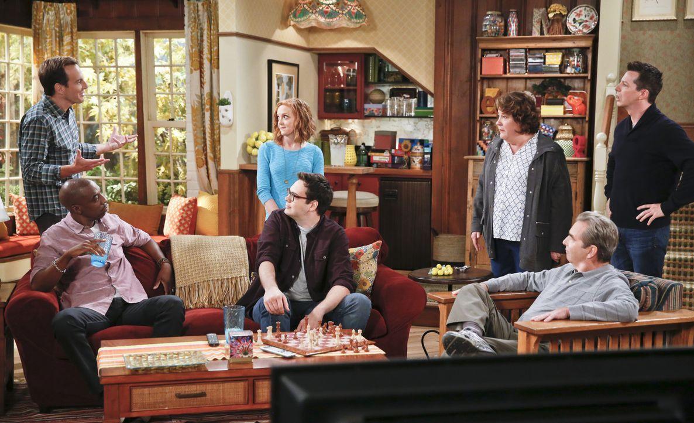 Thanksgiving steht vor der Tür, doch jeder hat so seine ganz eigenen Pläne dieses Fest zu verbringen: Nathan (Will Arnett, l.), Ray (J.B. Smoove, 2.... - Bildquelle: 2014 CBS Broadcasting, Inc. All Rights Reserved.