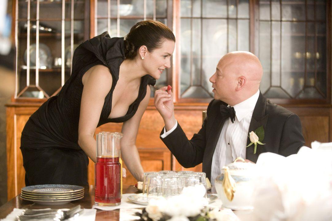 Die Beziehungsprobleme ihrer Freundinnen lassen Charlotte (Kristin Davis, l.) aufs Neue erkennen, wie glücklich sie mit ihrem Ehemann Harry (Evan H... - Bildquelle: Warner Brothers