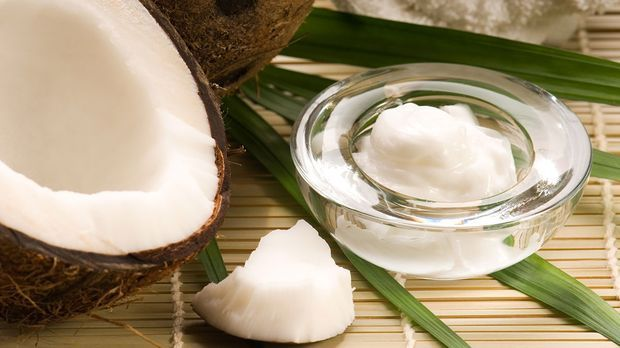 Natürliche Schönheit mit der Kokosnuss – die kommt auch beim Ölziehen zum Ein...