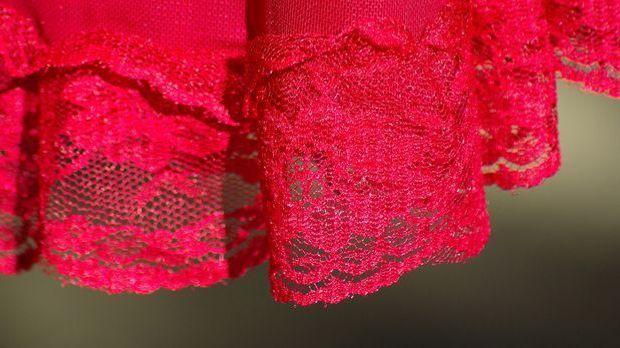 Oft werden die Slip Dresses auch mit Spitze verziert.