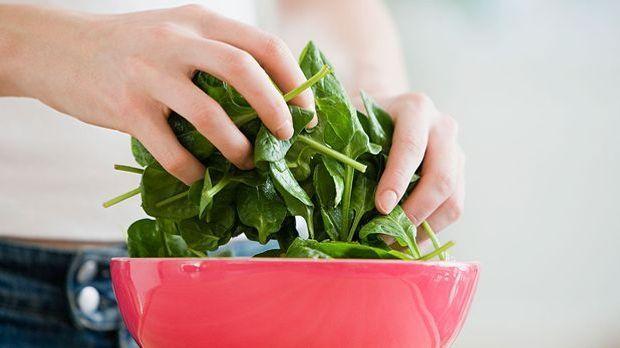 Hülsenfrüchte, Spinat und Quinoa – wir haben die besten Tipps, wie du mit der...