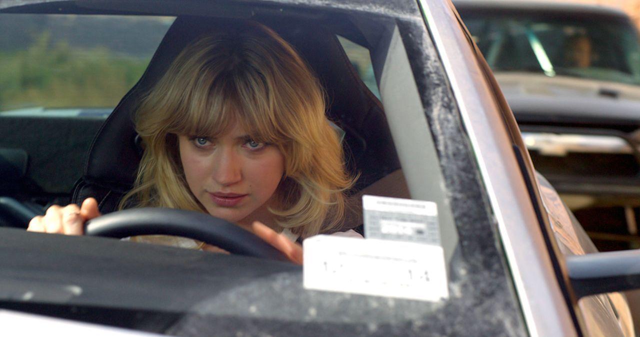 Die charmante und zielstrebige Julia Maddon (Imogen Poots) wird Tobey zur Seite gestellt, als dieser sich von einem reichen Mann einen Mustang leiht... - Bildquelle: 2014 Constantin Film Verleih GmbH.