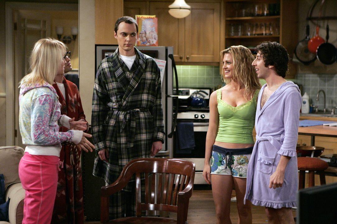 Penny (Kaley Cuoco, l.) platzt bei Leonard (Johnny Galecki, 2.v.r.) und Sheldon (Jim Parson, M.) rein, weil sie total genervt ist. Eine Freundin aus... - Bildquelle: Warner Bros. Television