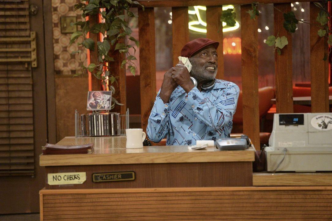 Der liebliche Sound des Geldes: Earl (Garrett Morris) ... - Bildquelle: Warner Bros. Television