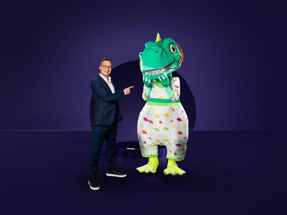 Matthias Opdenhövel (l.); Der Dinosaurier (r.) - Bildquelle: Willi Weber ProSieben / Willi Weber