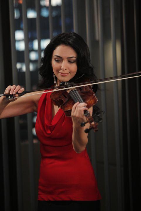 Hat Barney um den Finger gewickelt: Nora (Nazanin Boniadi) ... - Bildquelle: 20th Century Fox International Television