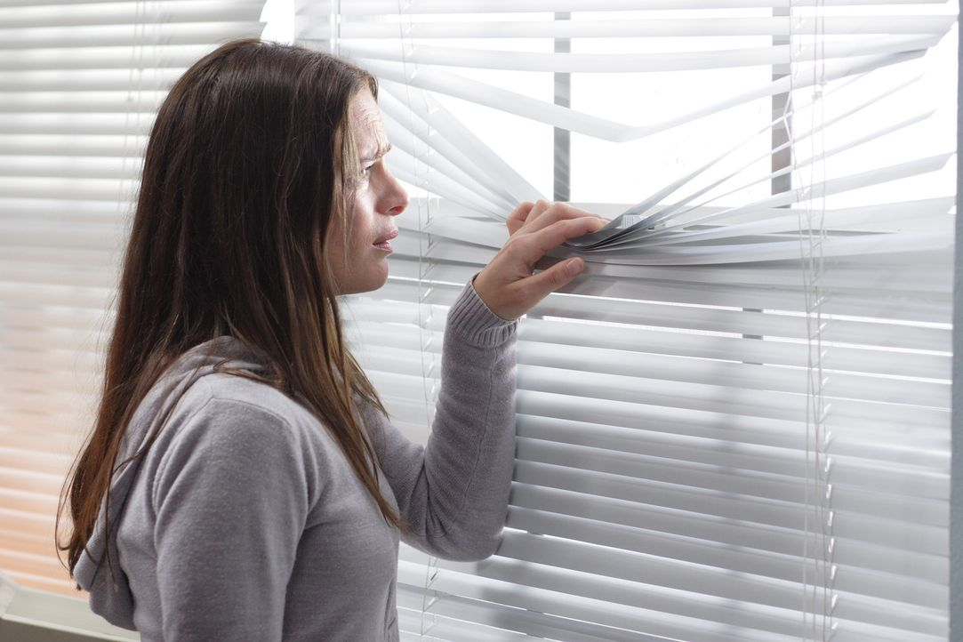 Beobachtet einen Teenager, von dem sie fest überzeugt ist, dass der ihr totgeglaubter Sohn ist: Kristen (Gabrielle Anwar) ... - Bildquelle: Christopher Filmcapital