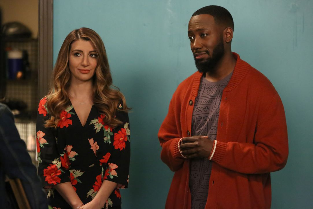 Aly (Nasim Pedrad, l.) will Winston (Lamorne Morris, r.) helfen, sich mit einer wichtigen Person aus seinem Leben zu versöhnen ... - Bildquelle: Ray Mickshaw 2017 Fox and its related entities. All rights reserved. / Ray Mickshaw
