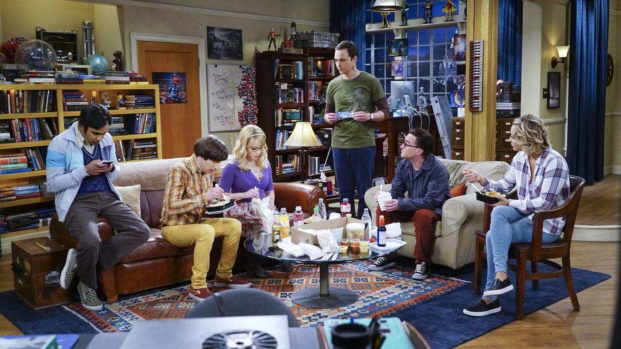 Planen ihren Thanksgivings-Tag: Howard (Simon Helberg, 2.v.l.), Bernadette (Melissa Rauch, 3.v.l.), Raj (Kunal Nayyar, l.), Sheldon (Jim Parsons, 3.... - Bildquelle: 2015 Warner Brothers