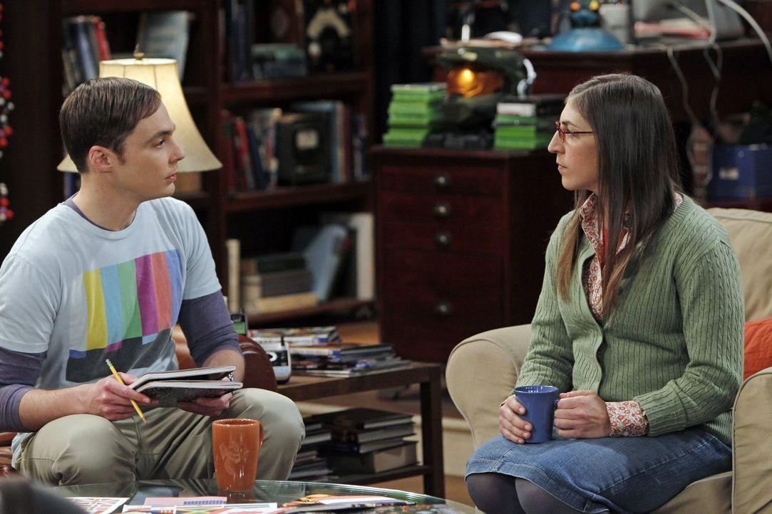 Sheldon (Jim Parsons, l.) und Amy (Mayim Bialik, r.) geraten in Streit, weil Sheldon lieber mit seinen Freunden ein Wochenende mit Videospielen verb... - Bildquelle: Warner Bros. Television