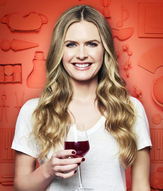 Kay (Maggie Lawson)
