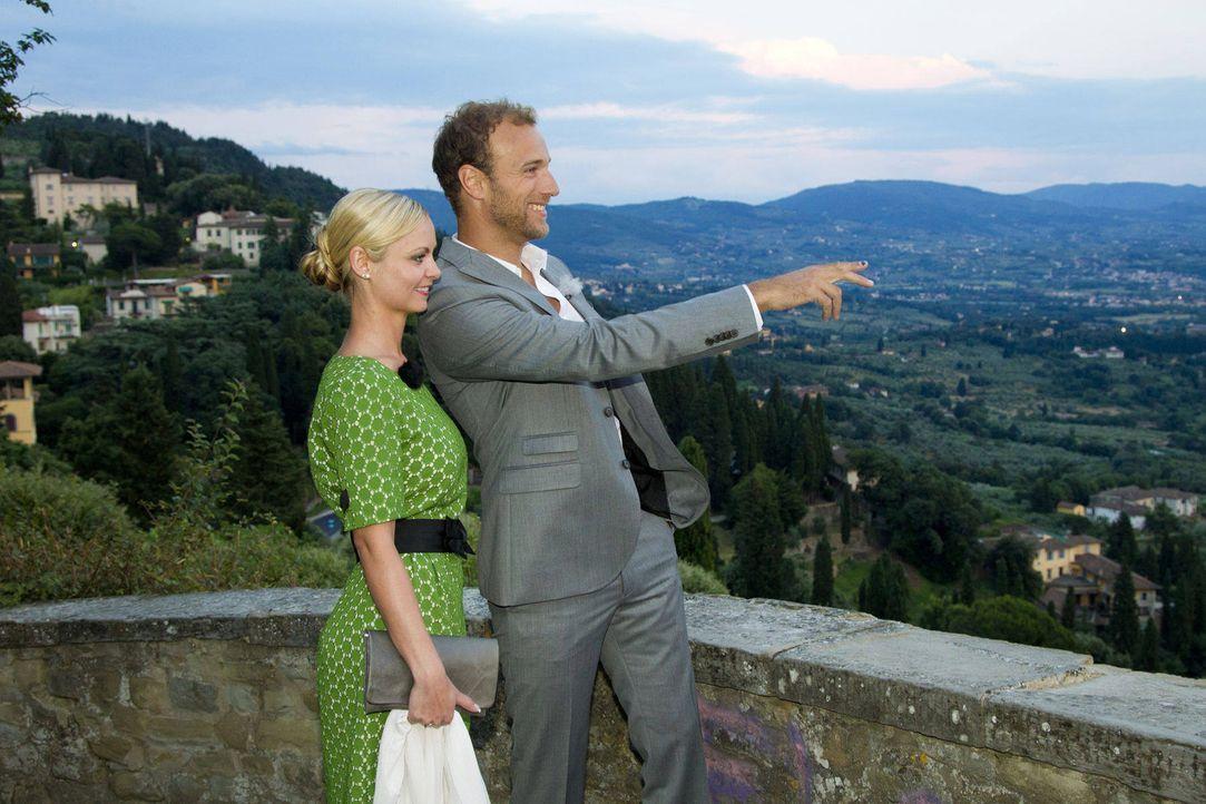 Denise (l.) genießt das romantische Date mit Gero (r.). Hat sie ihren Millionär gefunden? - Bildquelle: Richard Hübner ProSieben