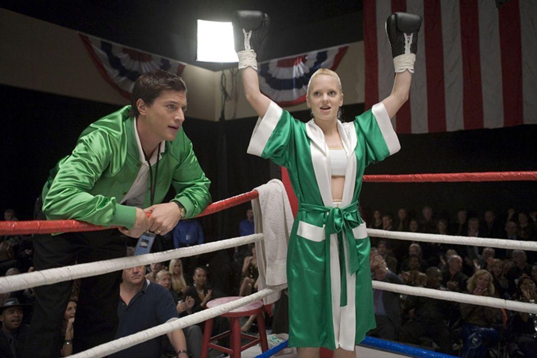 Muss sich nach oben kämpfen: Cindy Campbell (Anna Faris, r.) ... - Bildquelle: The Weinstein Company. All Rights Reserved.