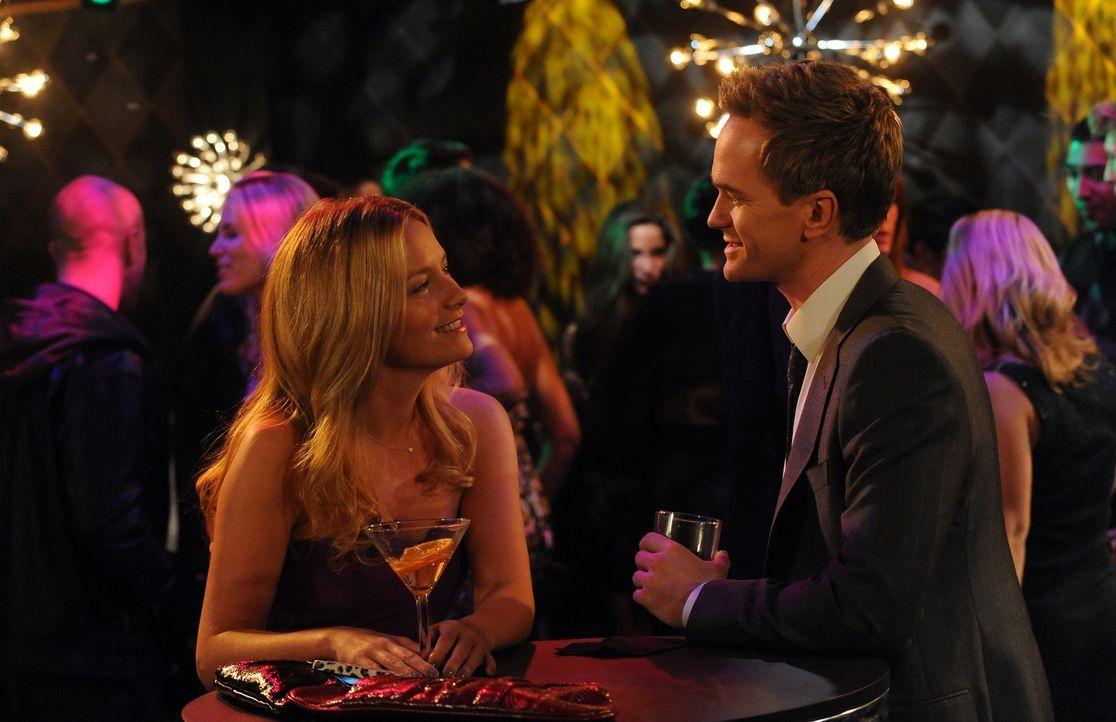 Verstehen sich prächtig: Barney (Neil Patrick Harris, r.) und Quinn (Becki Newton, l.) ... - Bildquelle: 20th Century Fox International Television