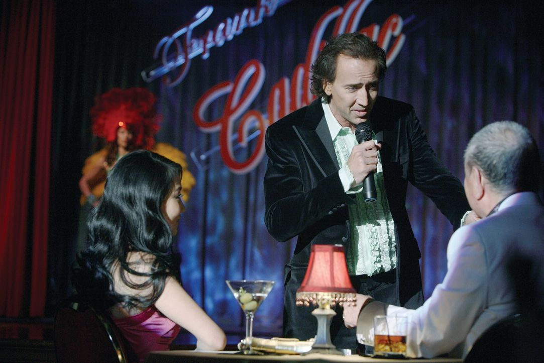 Cris Johnson (Nicolas Cage, M.) kann in die Zukunft blicken. Diese Fähigkeit kommt ihm in seinem Job ganz gelegen: Jede Nacht tritt er als Magier u... - Bildquelle: t   2007 Paramount pictures. All Rights Reserved.