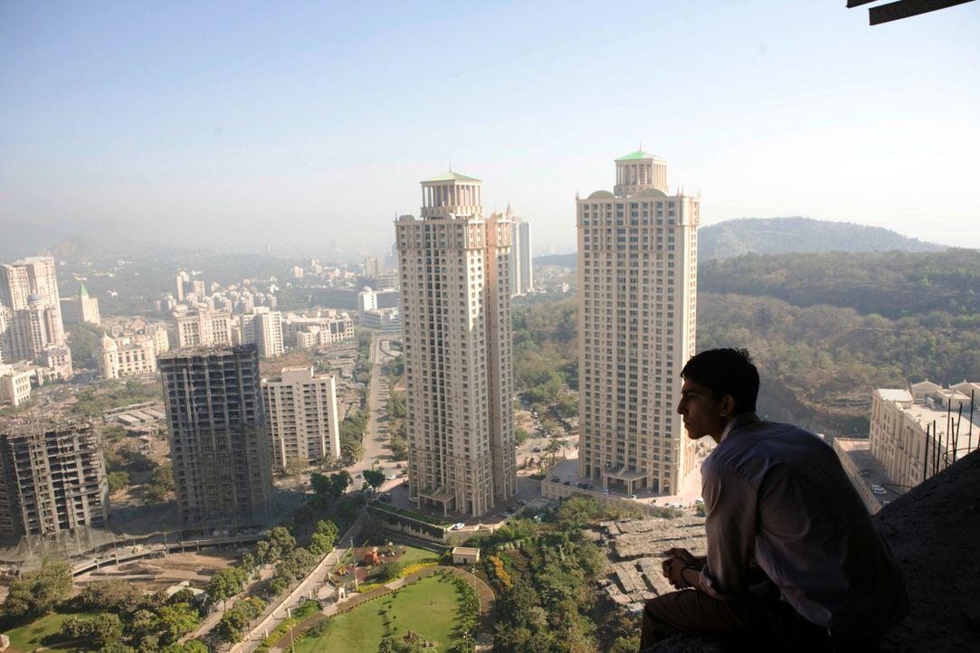 Millionenstadt Mumbai: Jede Quizfrage steht für einen bestimmten Lebensabschnitt in Slumdog Jamal Maliks (Dev Patel) Leben ... - Bildquelle: 2009 PROKINO Filmverleih GmbH