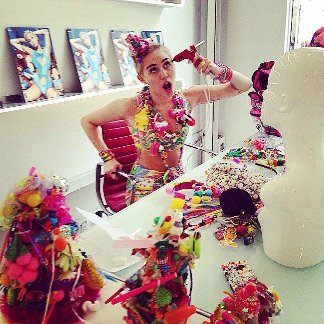 Miley-Cyrus-Instagram-vmagazine - Bildquelle: http://instagram.com/vmagazine