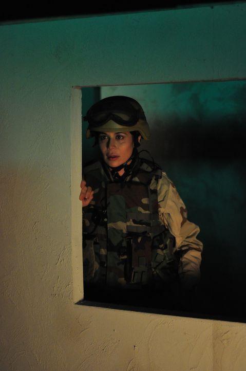 Ahnt nicht einmal ansatzweise, dass ihr übel mitgespielt wird: Marine Abby Collins (Catherine Bell) ... - Bildquelle: 2011 Sony Pictures Television Inc. All Rights Reserved.