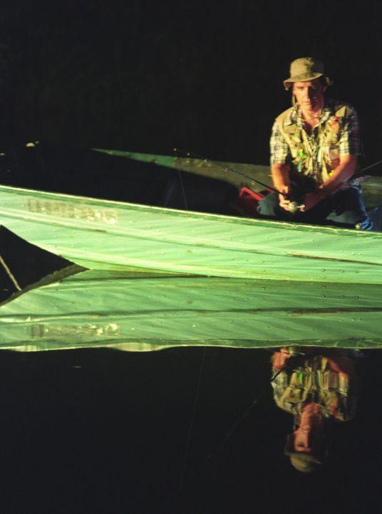 Wird auch der Fischer (Craig Ferguson) ein Opfer der brutalen Fledermäuse? - Bildquelle: 2005 Sony Pictures Television Inc. All Rights Reserved.