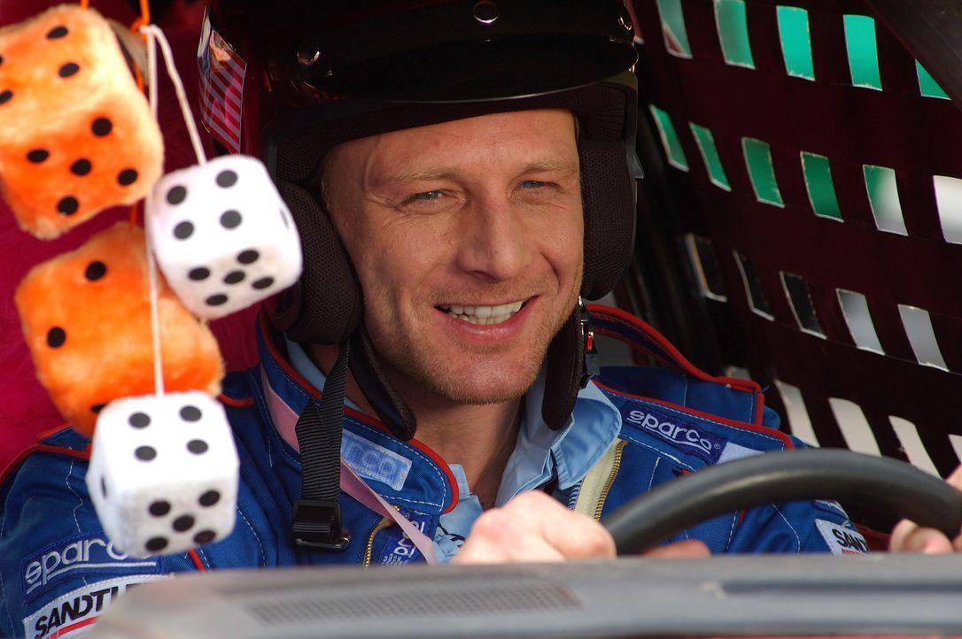 Hart (Hendrik Duryn) braucht Geld, deshalb geht er beim verrücktesten Stock-Car-Rennen der Stadt an den Start  - und riskiert Kopf und Kragen ... - Bildquelle: action image