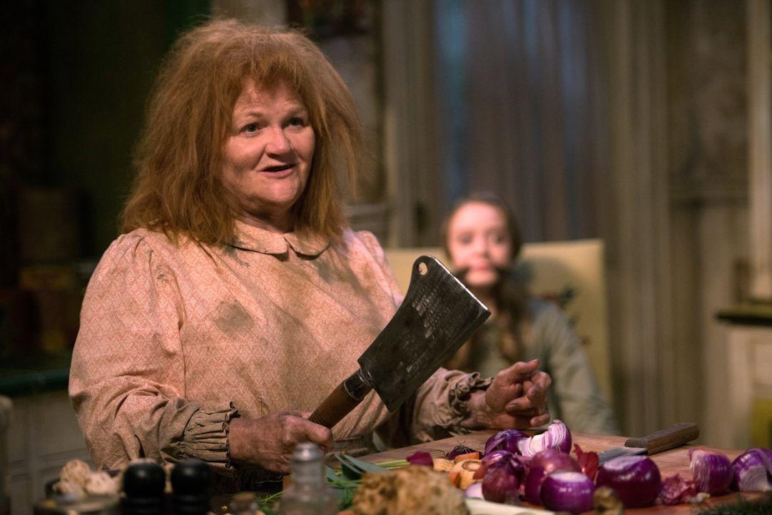 Bei ihrem neusten Fall treffen Sam und Dean auf die böse Hexe Katja (Lesley Nicol). Und machen schließlich eine Entdeckung, die auch Rowina betrifft... - Bildquelle: 2016 Warner Brothers