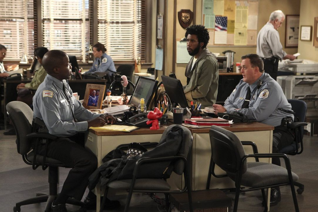 Samuel (Nyambi Nyambi, vorne M.) und Mike (Billy Gardell, vorne r.) wollen ihren Freund Carl (Reno Wilson, vorne l.) nach Memphis begleiten, wo dies... - Bildquelle: Warner Brothers
