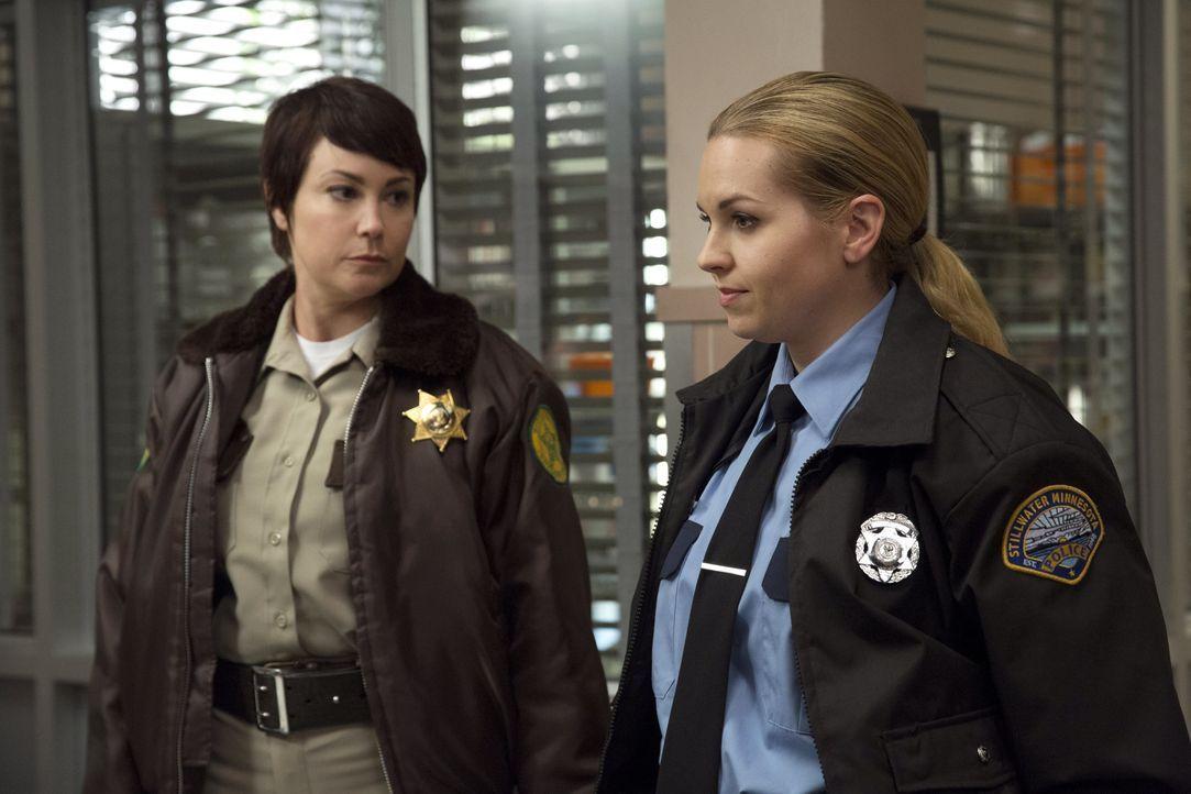 Bei einem Pflichtausflug für Sheriffs muss Jody (Kim Rhodes, l.) ausgerechnet mit der übereifrigen Donna (Briana Buckmaster, r.) zusammenarbeiten un... - Bildquelle: 2016 Warner Brothers
