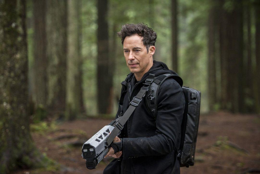 Zoom eröffnet die Jagd auf Dr. Wells (Tom Cavanagh). Wird er dem schnellsten Mann der Welt schließlich doch zum Opfer fallen? - Bildquelle: Warner Bros. Entertainment, Inc.