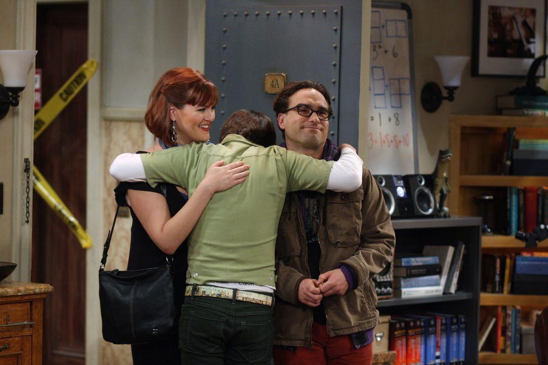 Als Howard (Simon Helberg, M.) klar wird, dass Stephanie (Sara Rue, l.) mit Leonard (Johnny Galecki, r.) liiert ist, erklärt er die beiden für tot... - Bildquelle: Warner Bros. Television