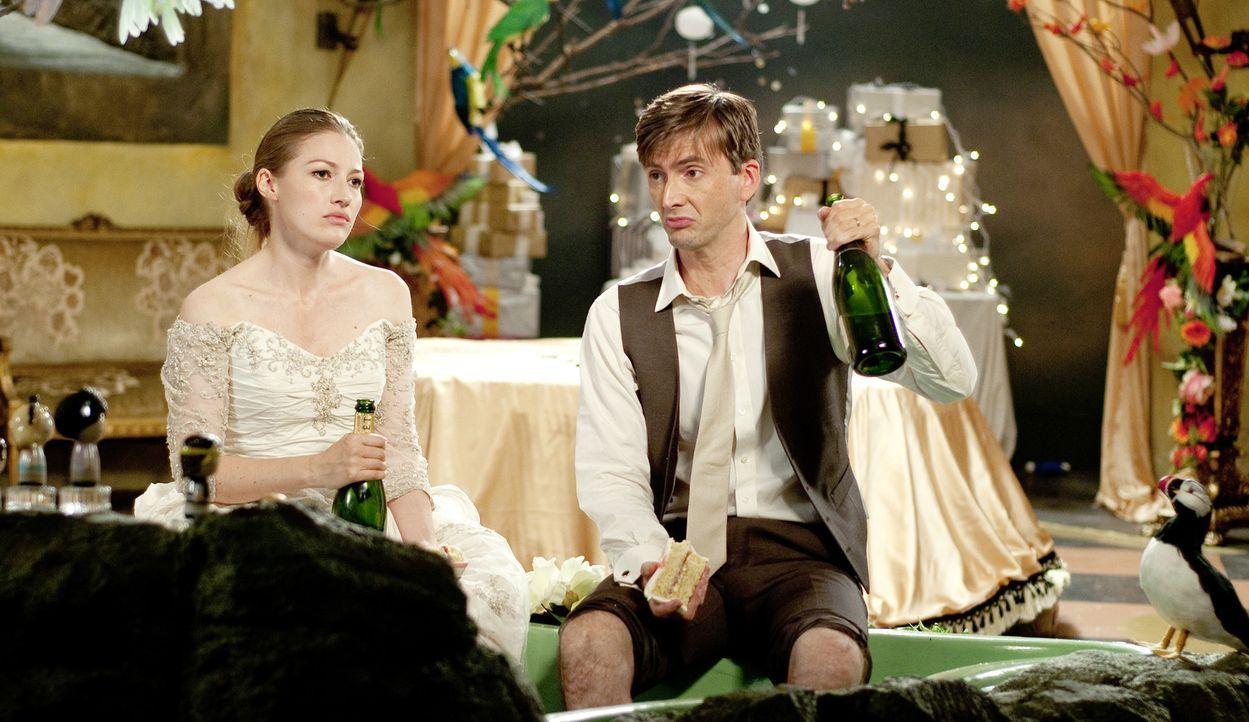 Haben, ohne es zu wollen, den Bund der Ehe geschlossen: Katie (Kelly Macdonald, l.) und James (David Tennant, r.) ... - Bildquelle: Tiberius Film GmbH