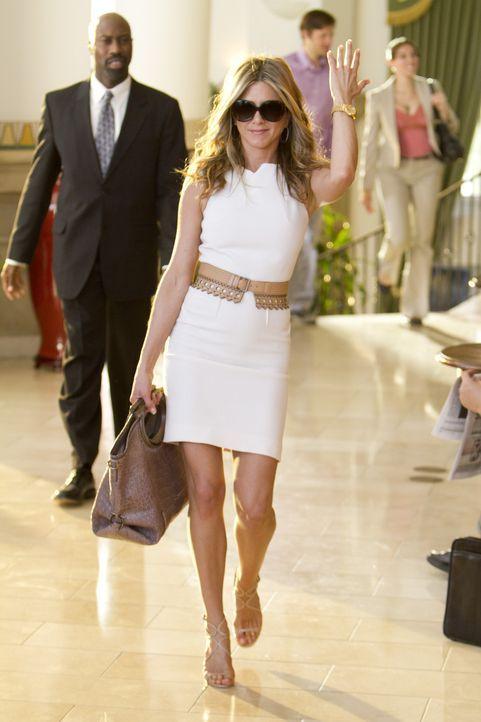Als Danny kurzfristig eine scheidungswillige Ehefrau braucht, kommt nur seine Assistentin und Freundin Katherine (Jennifer Aniston) infrage ... - Bildquelle: 2011 Columbia Pictures Industries, Inc. All Rights Reserved.