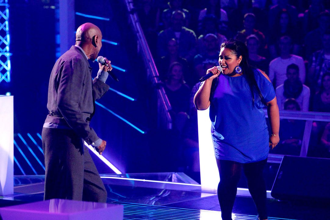 battle-michelle-vs-dennis-07-the-voice-of-germany-richard-huebnerjpg 1700 x 1134 - Bildquelle: SAT1/ProSieben/Richard Hübner