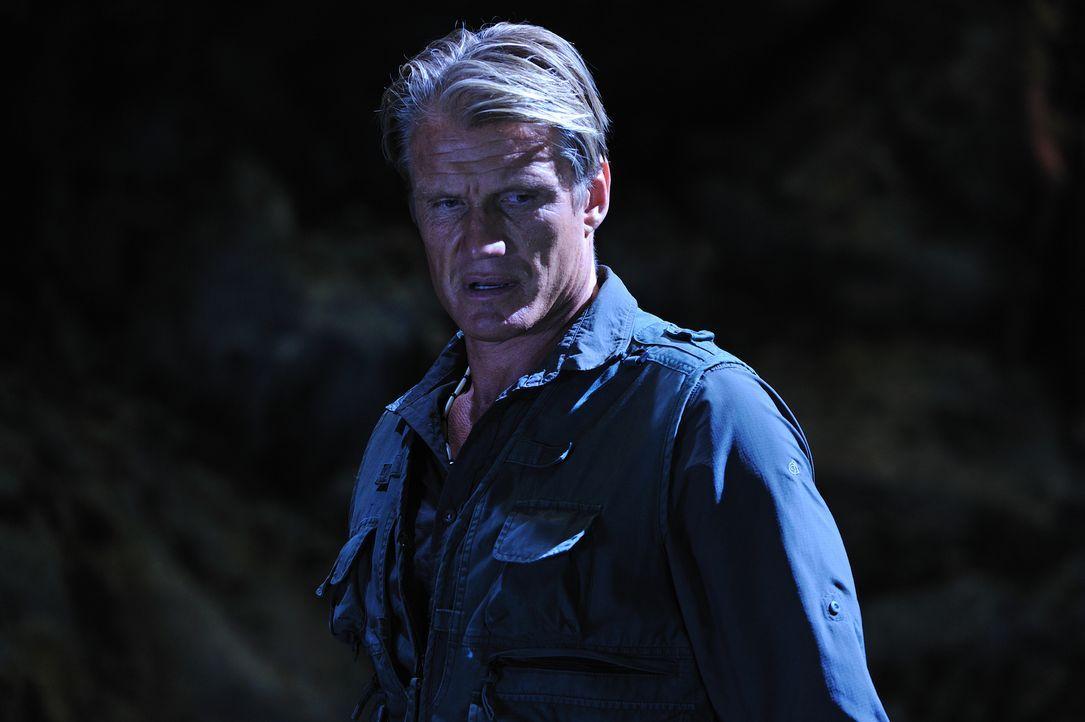 Auch Großwildjäger Harker (Dolph Lundgren) hat es auf das mysteriöse Wesen in China abgesehen. Er will es als Trophäe mit nach Hause nehmen ...