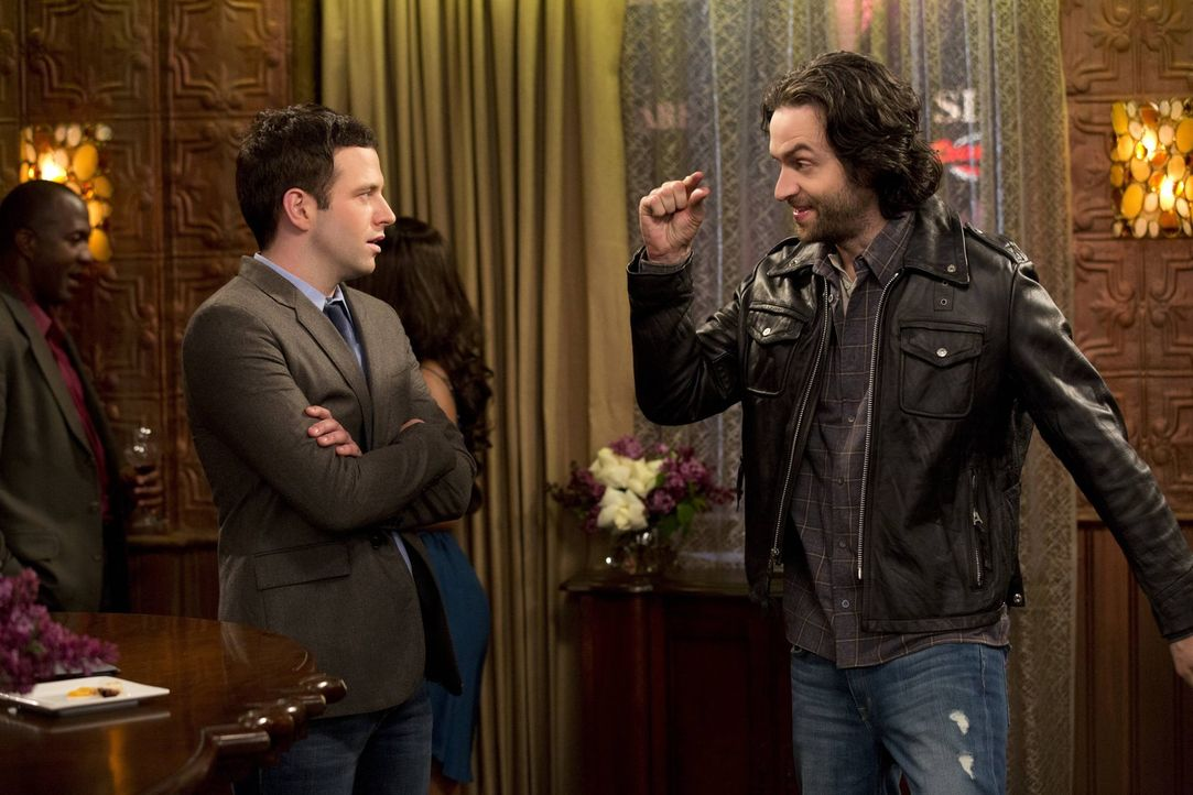 Die Ratschläge von Danny (Chris D'Elia, r.) kommen bei Justin (Brent Morin, l.) nicht besonders gut an ... - Bildquelle: Warner Brothers