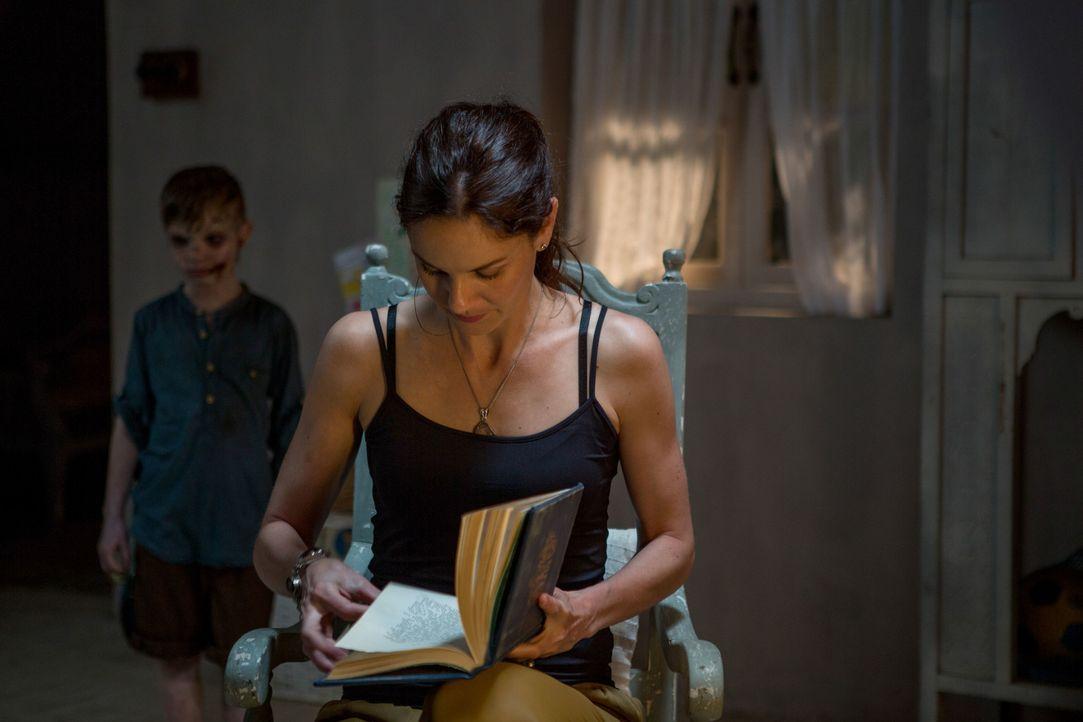 Für Maria (Sarah Wayne Callies, r.) bricht eine Welt zusammen, als ihr Sohn Oliver (Logan Creran, l.) bei einem Unfall verunglückt. Schließlich hört... - Bildquelle: Zishaan Akbar Latif 2016 Twentieth Century Fox Film Corporation.  All rights reserved.