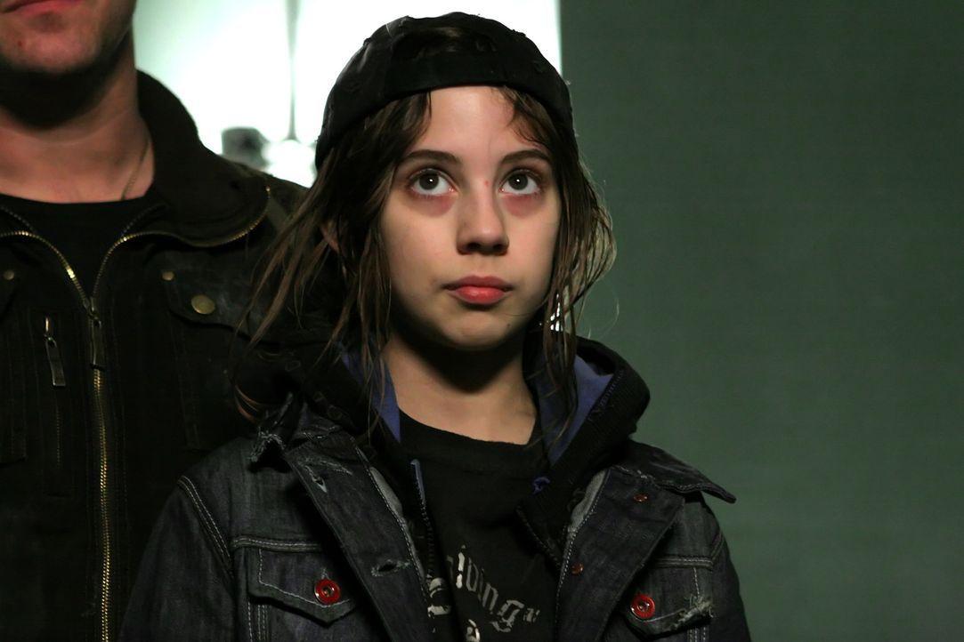 In einer postapokalyptischen Welt droht Charlotte (Skye Bennett), von blutrünstigen Vampiren ausgesaugt zu werden ... - Bildquelle: 2008 Worldwide SPE Acquisitions Inc. All Rights Reserved.