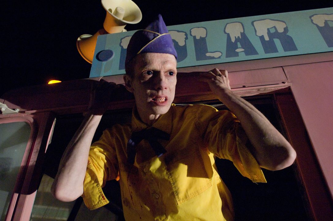 Mit ihm ist nicht zu spaßen: der Ice Cream Man (Doug Jones) ... - Bildquelle: CPT Holdings, Inc.  All Rights Reserved.