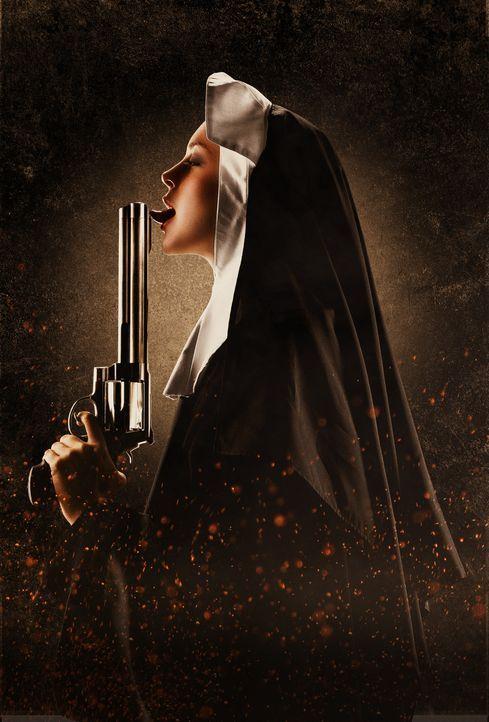 Schwester April (Lindsay Lohan) schickt sie alle zu ihrem himmlischen Vater ... - Bildquelle: 2010 Machete's Chop Shop, Inc. All Rights Reserved.