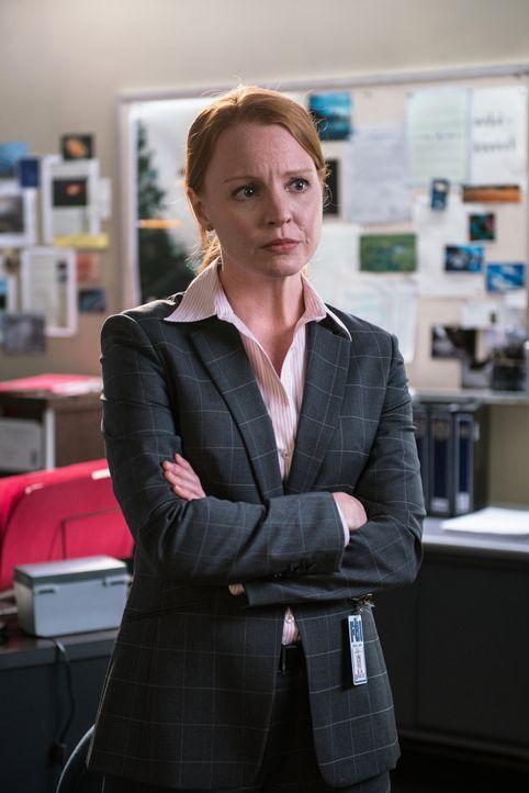 Agent Einstein (Lauren Ambrose) will Scullys Theorie, dass die Bevölkerung einer von Menschen geschaffenen Bedrohung ausgesetzt ist, einfach nicht g... - Bildquelle: 2016 Fox and its related entities.  All rights reserved.