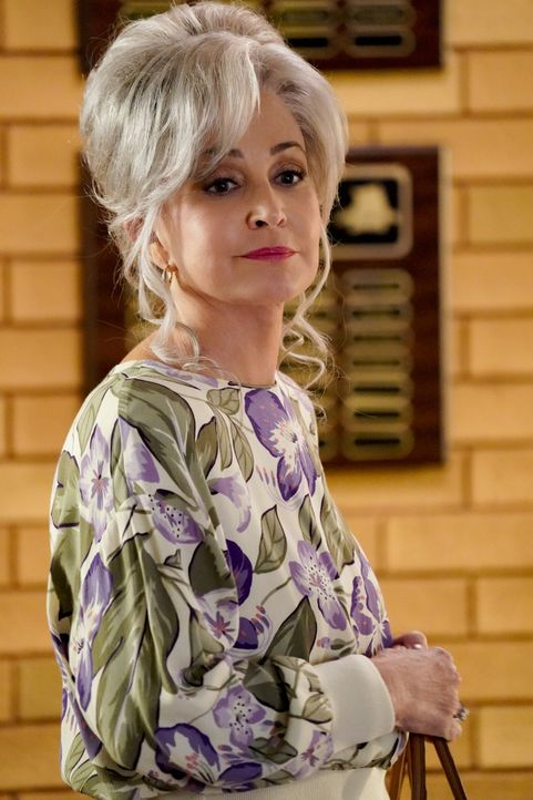 "Connie ""Meemaw"" Tucker (Annie Potts) - Bildquelle: TM & © 2020 Warner Bros. Entertainment Inc. All Rights Reserved."