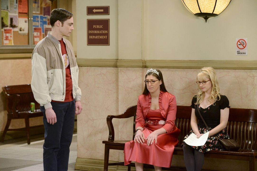 Was ist nur bei Amy (Mayim Bialik, M.), Sheldon (Jim Parsons, l.) und Bernadette (Melisa Rauch, r.) los? - Bildquelle: Warner Bros. Television