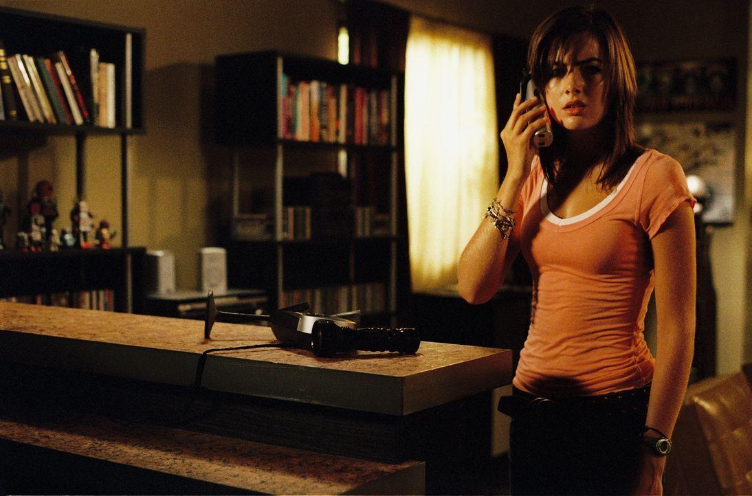 Nachdem ein anonymer Anrufer sie seit Stunden terrorisiert, informiert Babysitterin Jill (Camilla Belle) die Polizei. Doch diese stellt fest, dass s... - Bildquelle: 2006 Screen Gems, Inc. All Rights Reserved.