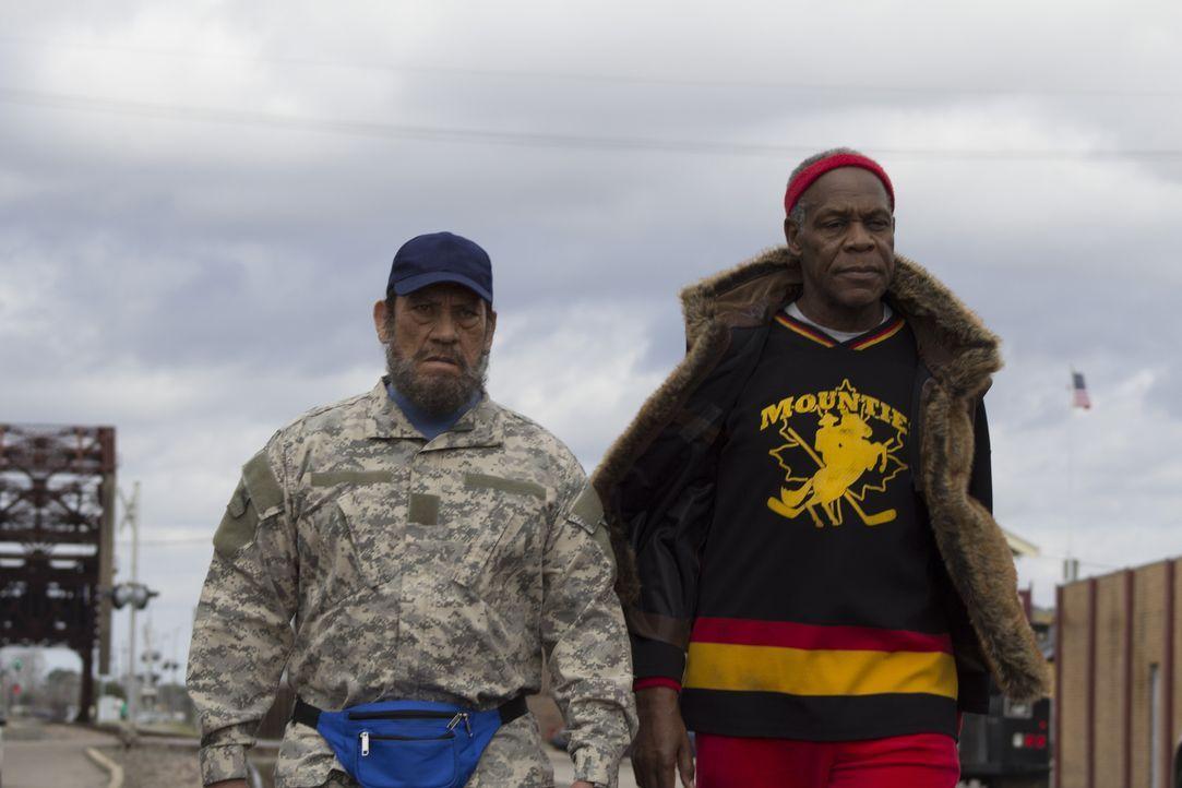 """""""Es wird nicht gerannt"""" - ist Popes (Danny Glover, r.) Bedingung dafür, erneut mit Vega (Danny Trejo, l.) in den Kampf gegen die Entführer der Tocht... - Bildquelle: 2014 Lazer Nitrate, LLC.  All rights reserved."""