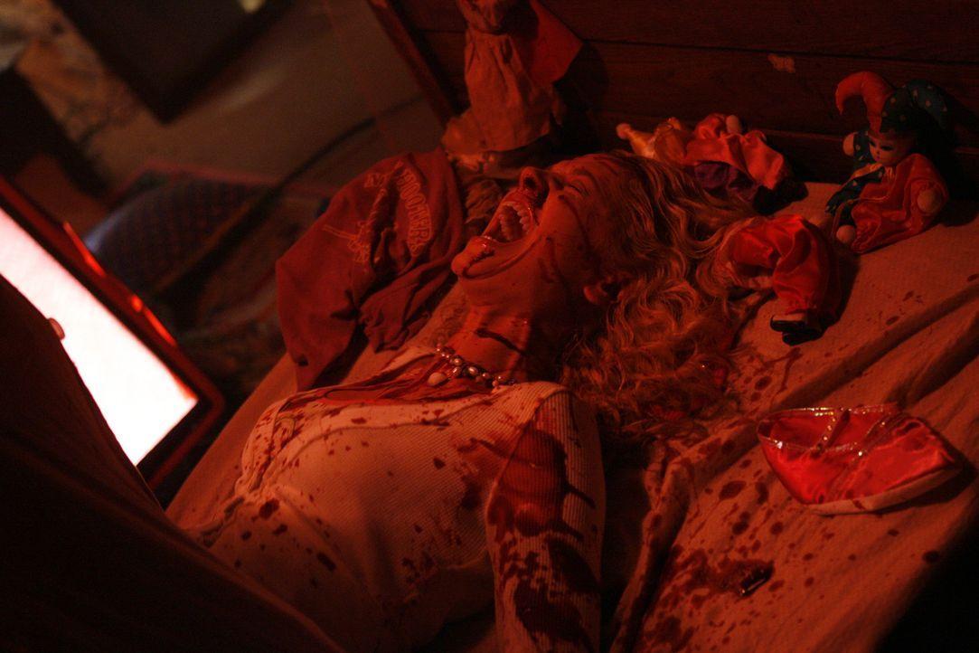 Ein Folterdoktor sorgt unter den Studenten (Sarah Roemer) einer Universität für Angst und Schrecken  ... - Bildquelle: Kinowelt GmbH